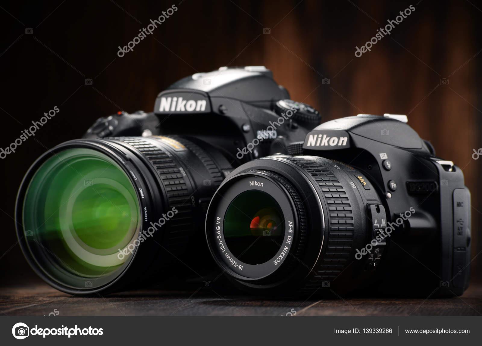 Nikon D810 und D3200 mit Nikkor-Zoom — Redaktionelles Stockfoto ...