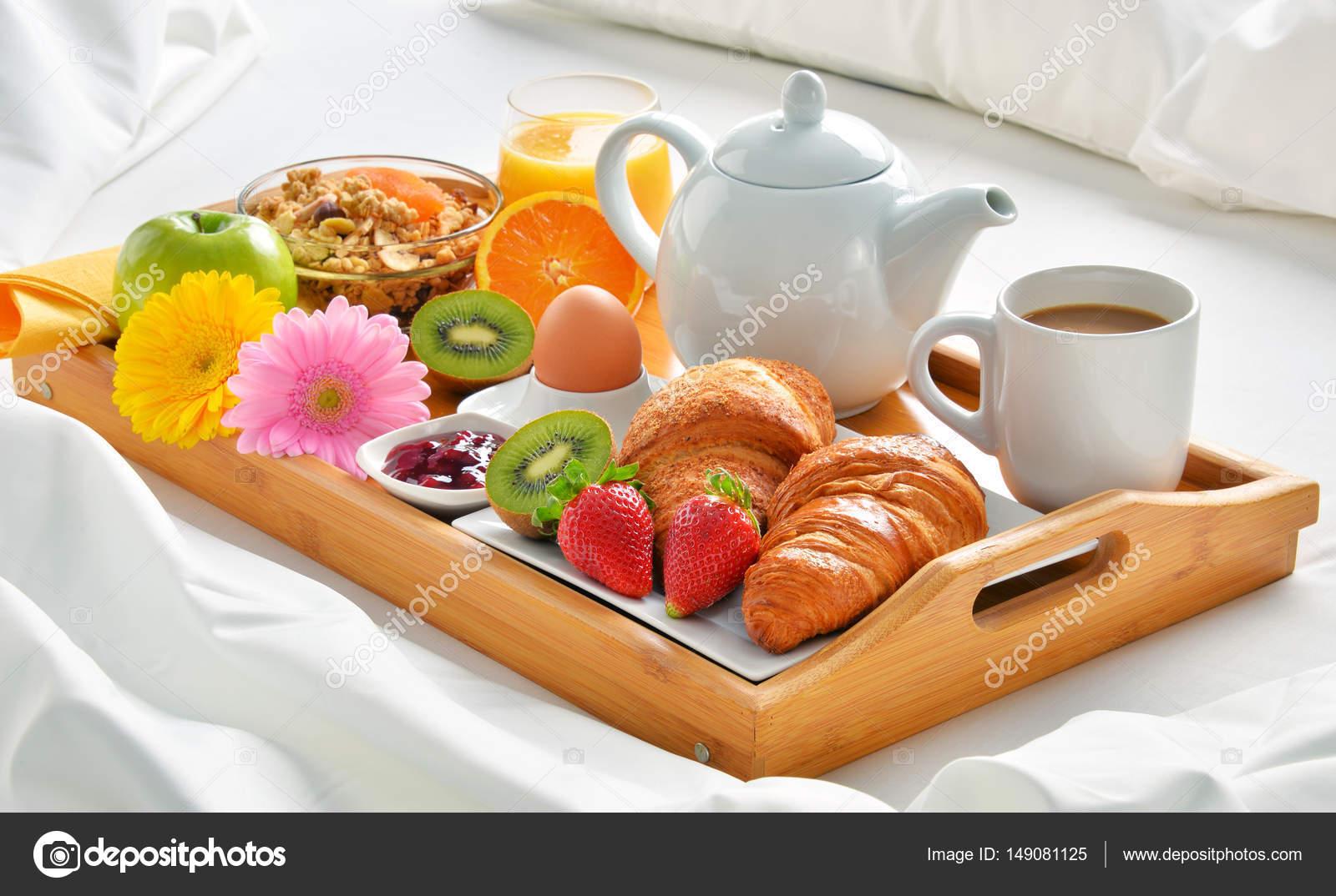 Vassoio della colazione a letto nella camera d 39 albergo - Vassoio per colazione a letto ...