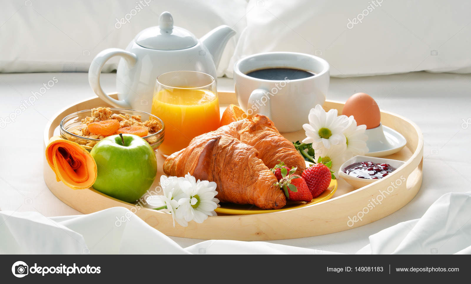 Vassoio della colazione a letto nella camera d 39 albergo - Colazione a letto immagini ...