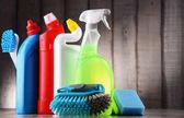 Různé lahvemi a chemické čistící prostředky