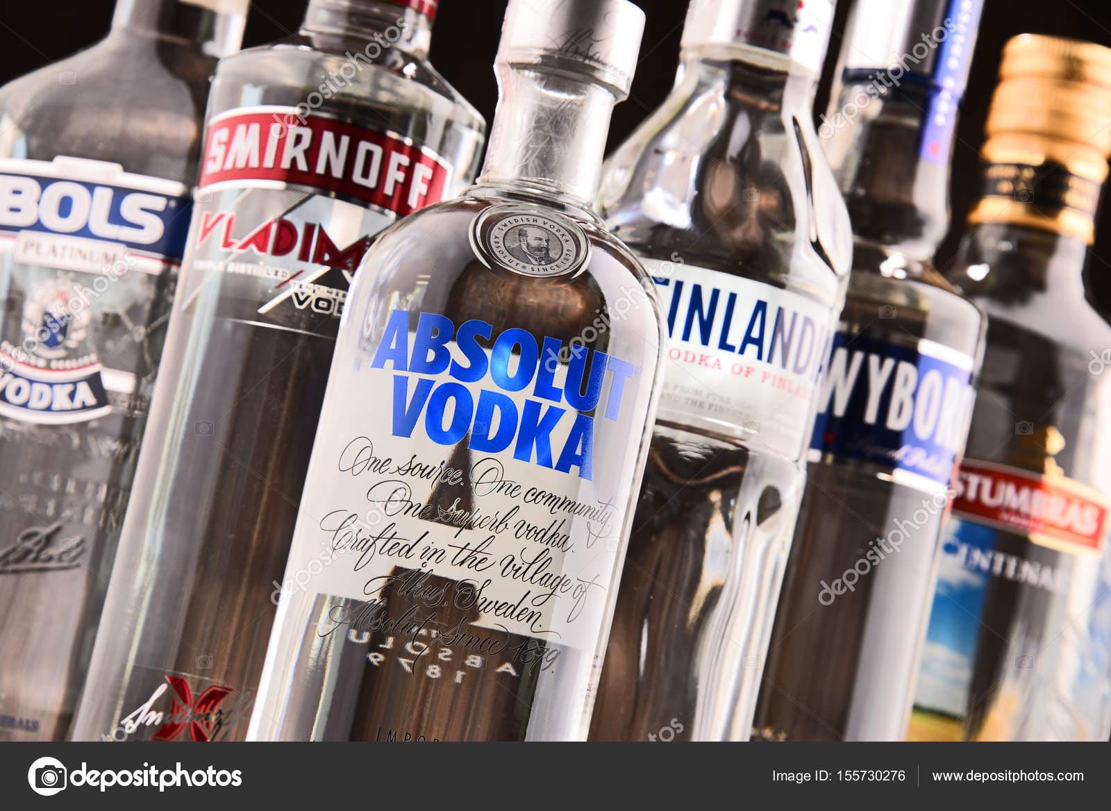 composition avec bouteilles de vodka global marques photo ditoriale monticello 155730276. Black Bedroom Furniture Sets. Home Design Ideas