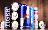 Plechovky rozmanité globální energetické nápoje produktů