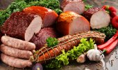 Fotografie Rozmanitost masných výrobků včetně šunky a salámy