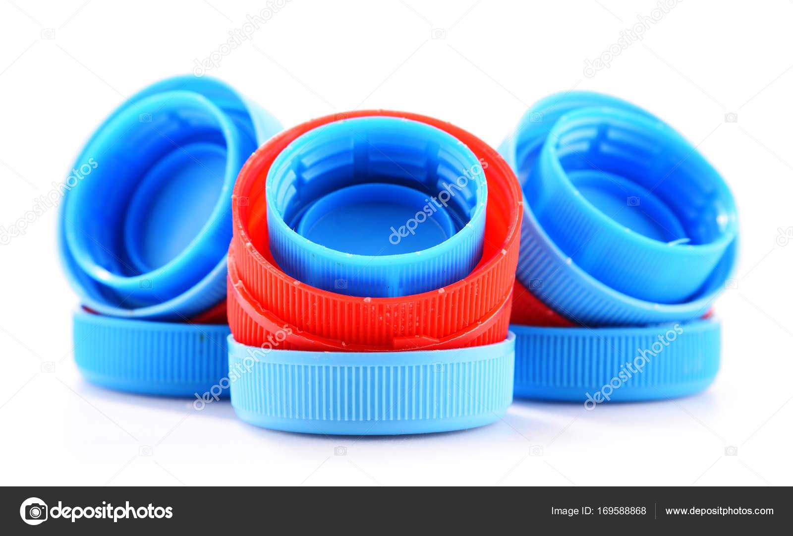 Tapas de botellas plásticas aisladas sobre fondo blanco — Fotos de Stock 7da17da18e89