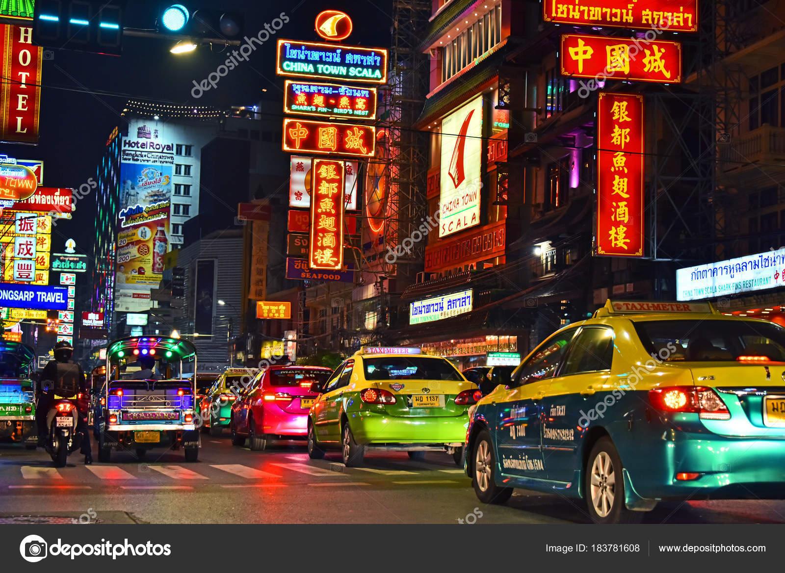 Yaowarat Straße, der Hauptstraße von Chinatown in Bangkok Thailand ...