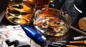 függőséget okozó anyagok, beleértve az alkohol, a cigaretta és a kábítószer