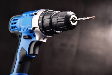 Cordless drill with drill bit working also as screw gun