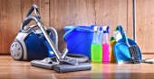 Fotografie Variety of detergent bottles and chemical cleaning supplies