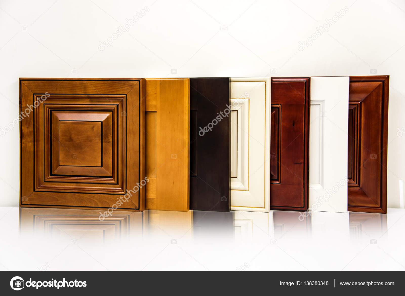 Puerta De Madera Muebles De Cocina De Lujo Alineados En La