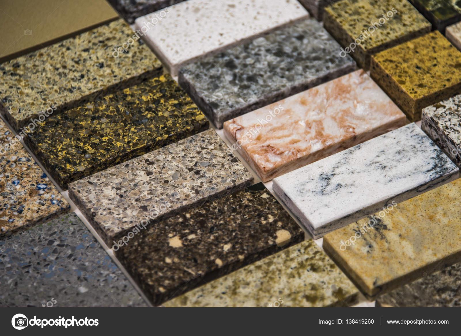 Vari campioni di colore di pietra per piani cucina, granito, marmo e ...