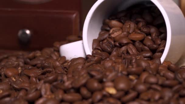Pörkölt kávébab csészével