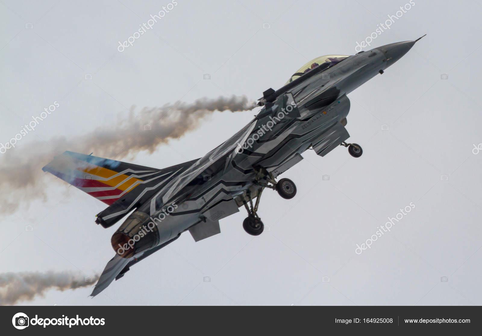 Aeronaves F-16 belga solo exposição — Fotografia de Stock