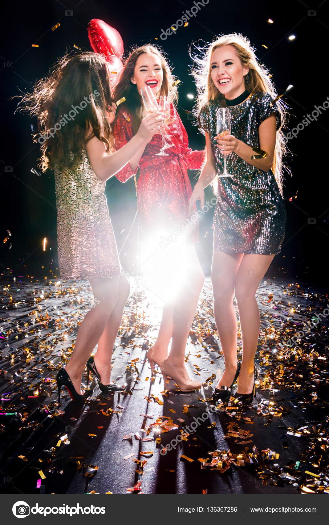 Женщины вна вечеринке фото 781-843