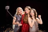 ženy užívající selfie