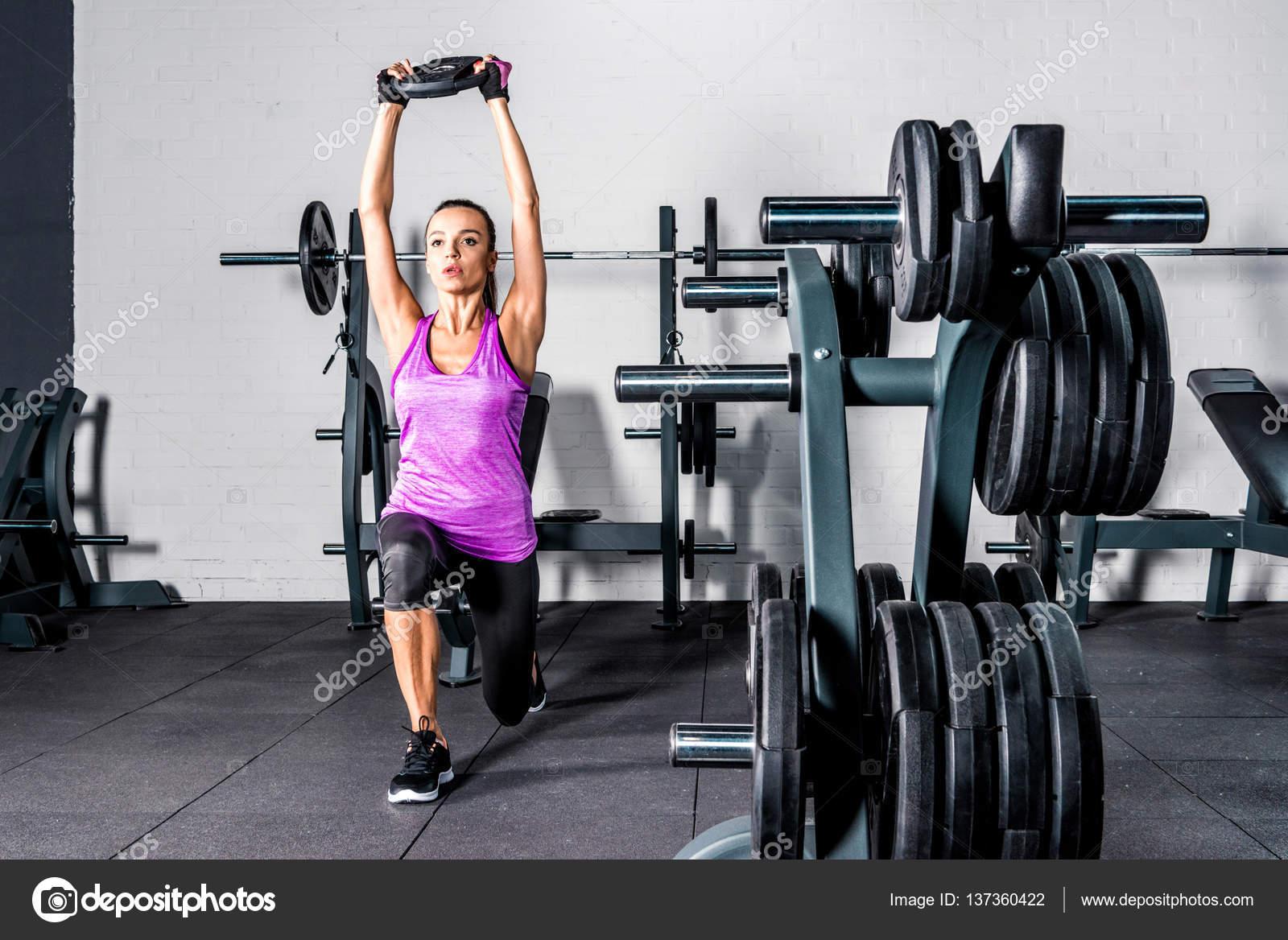 Фото полуобнаженные спортсменки тренируются фото 457-910
