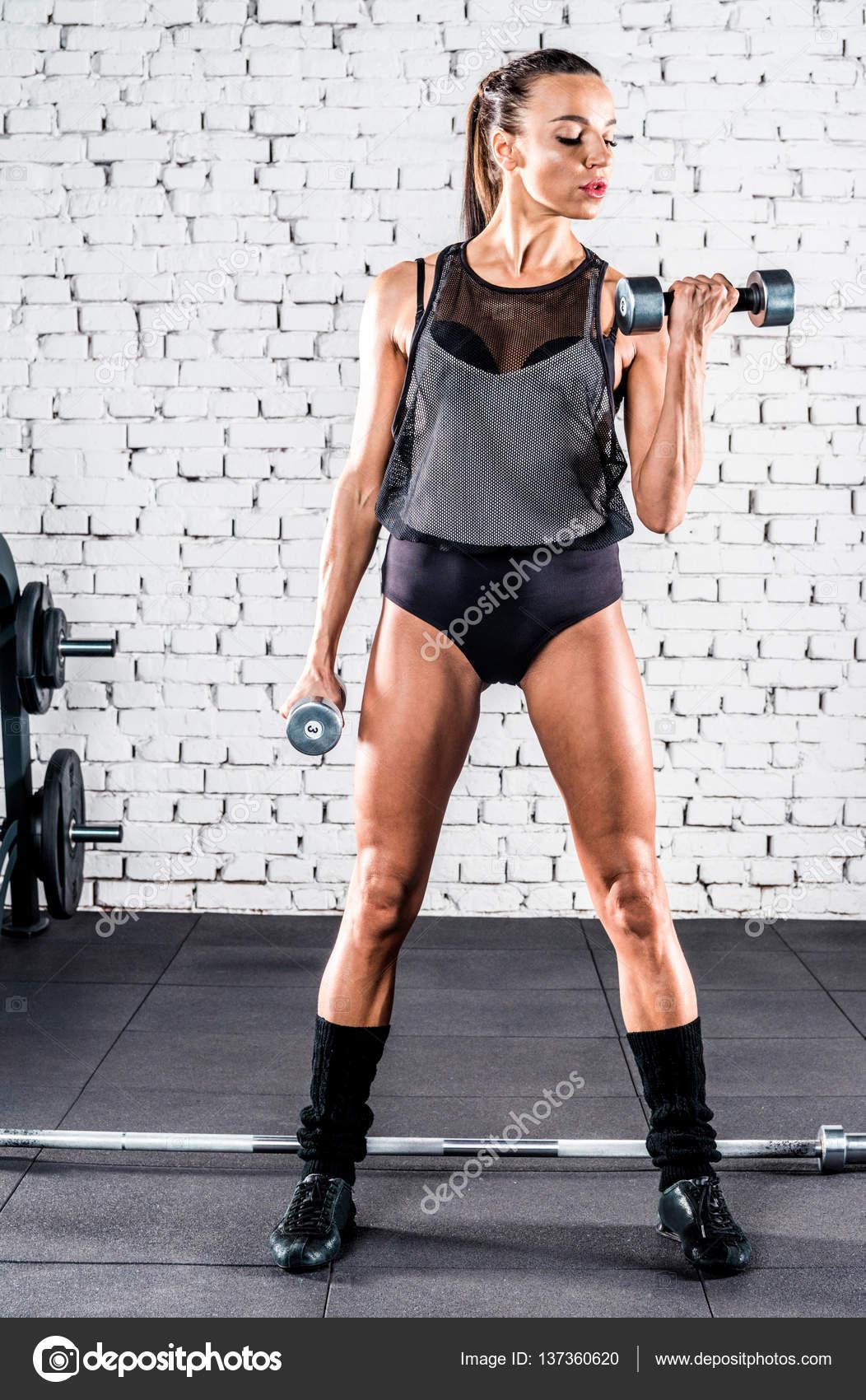 Фото полуобнаженные спортсменки тренируются фото 457-356