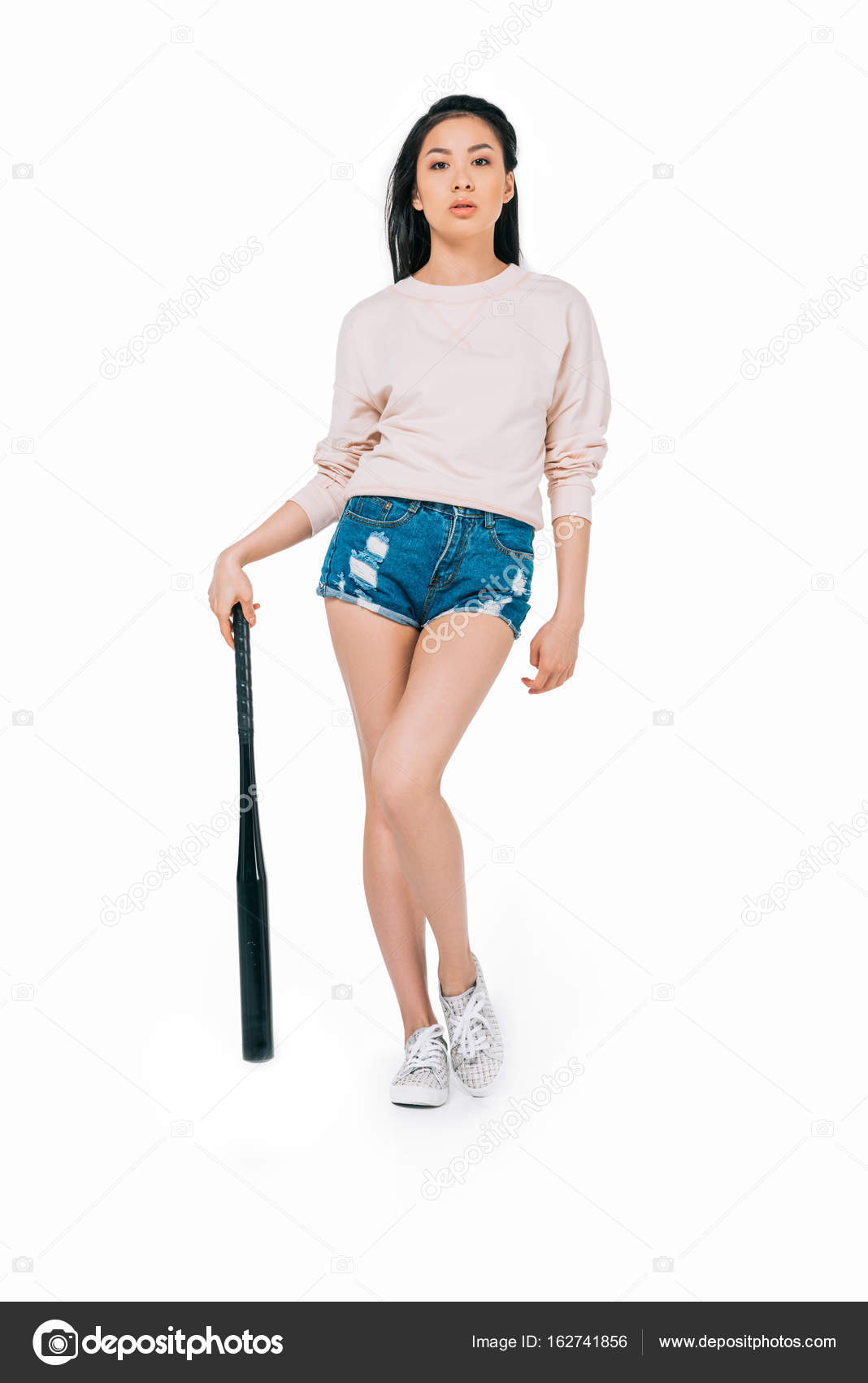 Asian girl with baseball bat– stock image