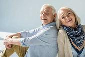 šťastný starší pár