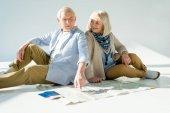 idősebb pár utazik Térkép