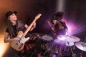 rocková kapela na pódiu
