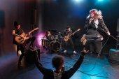 rock zenekar a színpadon