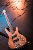 elektrická kytara na scéně