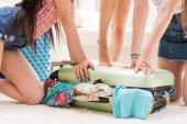Ženy balení v kufru