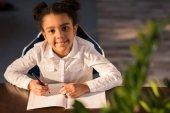 Malá holčička studium ve škole
