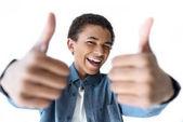 africké americké teenager objevil palce