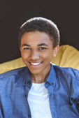 Photo smiling african american teenage boy