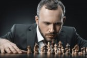 Fotografia scacchi e uomo daffari pensive