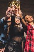 multikulturális nők pezsgő-Party tyúk