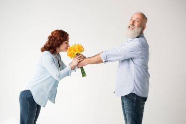 smiling couple with bouquet