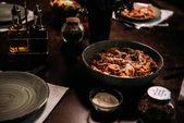 Fotografie tabulka podává k večeři