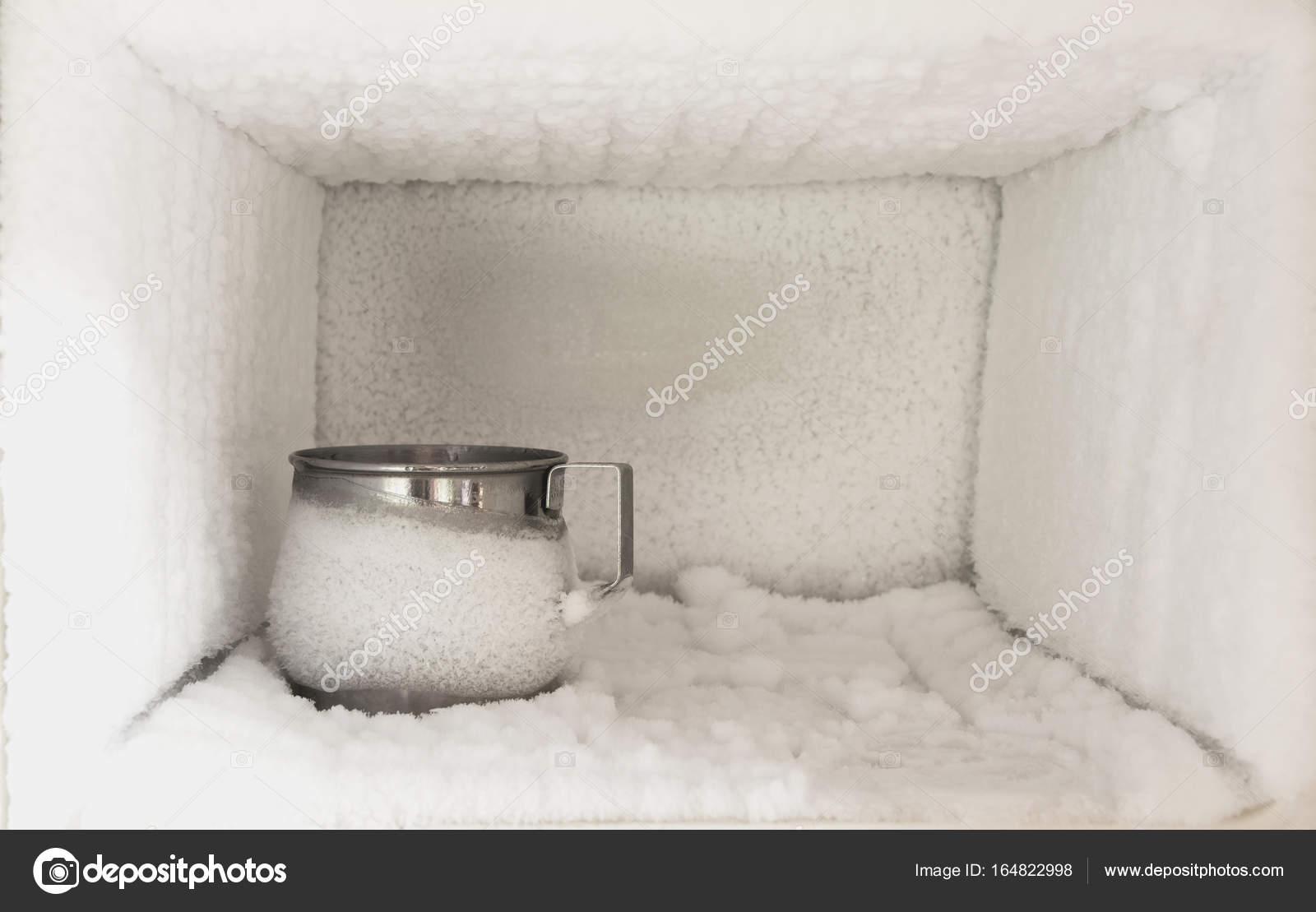 Aufbau Eines Kühlschrank : Edelstahl trinkwasser glas im gefrierfach eines kühlschranks eis