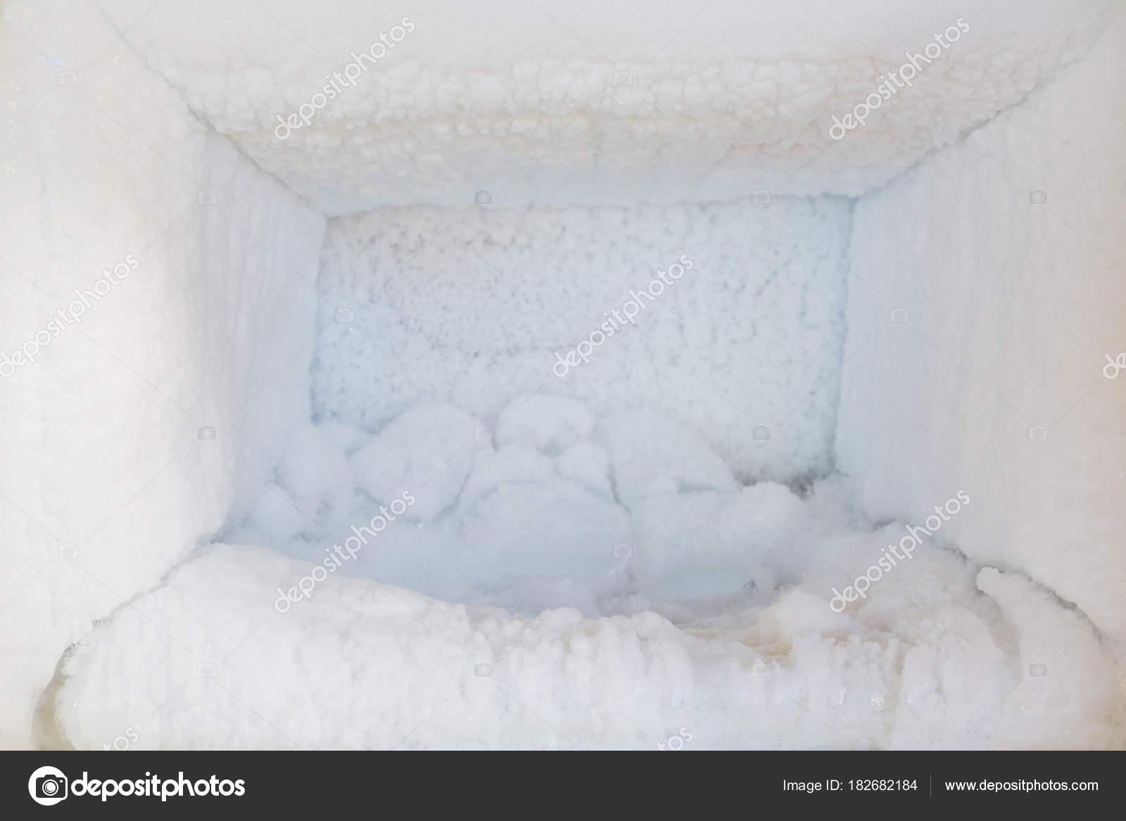 Aufbau Kühlschrank Qualität : Der kühlschrank leer. eis aufbau im inneren ein gefrierschrank wände