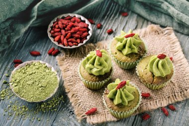 Little matcha cup cakes