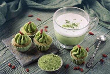 Matcha cup cakes and matcha latte