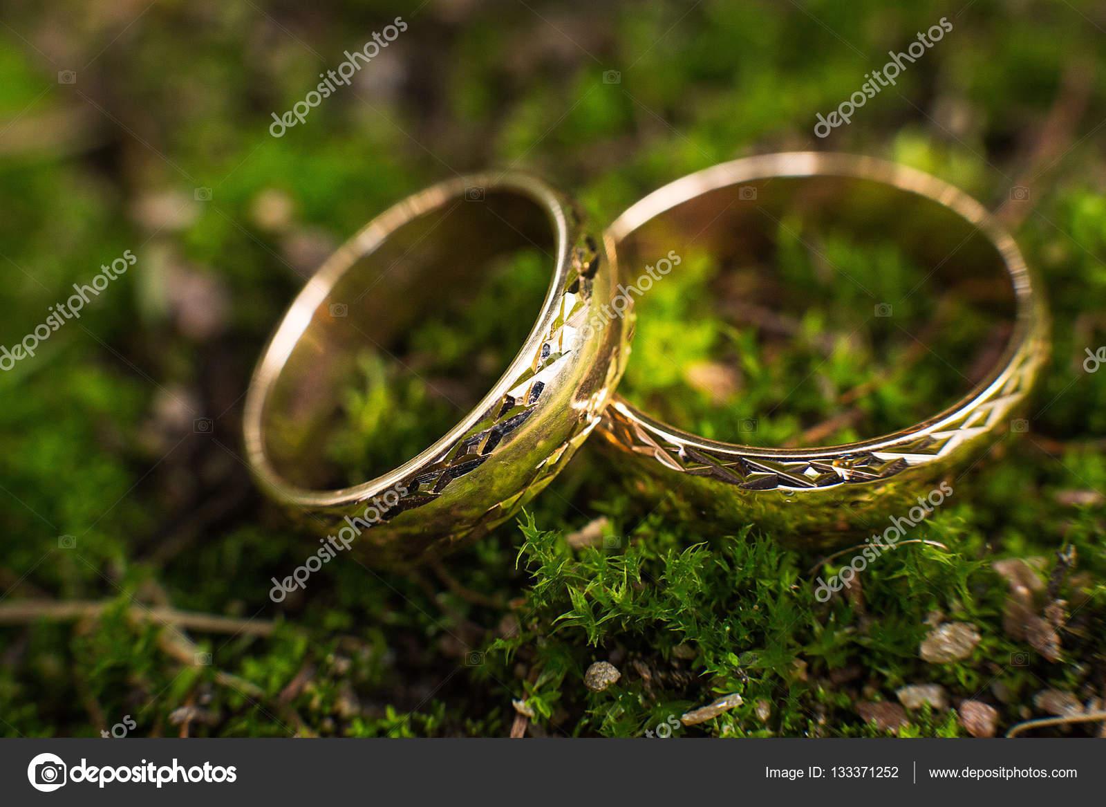 Кільця заручні золоті каблучки — Стокове фото — золото © mexicanka91 ... 1a088f232f774