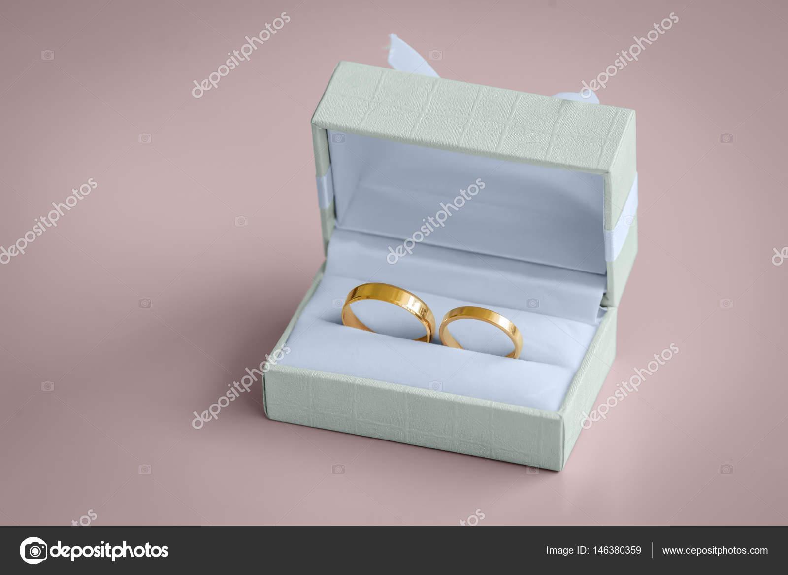 Krasne Zlate Snubni Prsteny Vintage Boxu Stock Fotografie C Stahov
