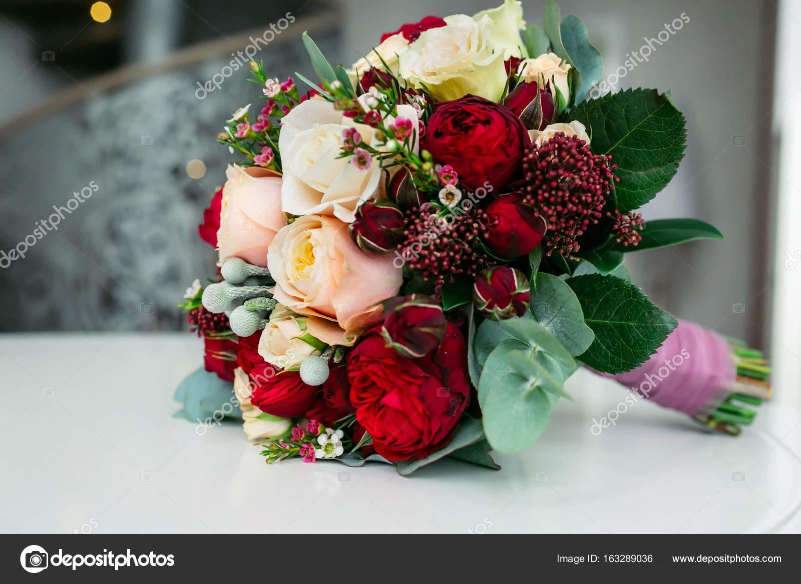 Imágenes Rosas Blancas Y Rojas Hermosas Hermoso Ramo De Novia Con