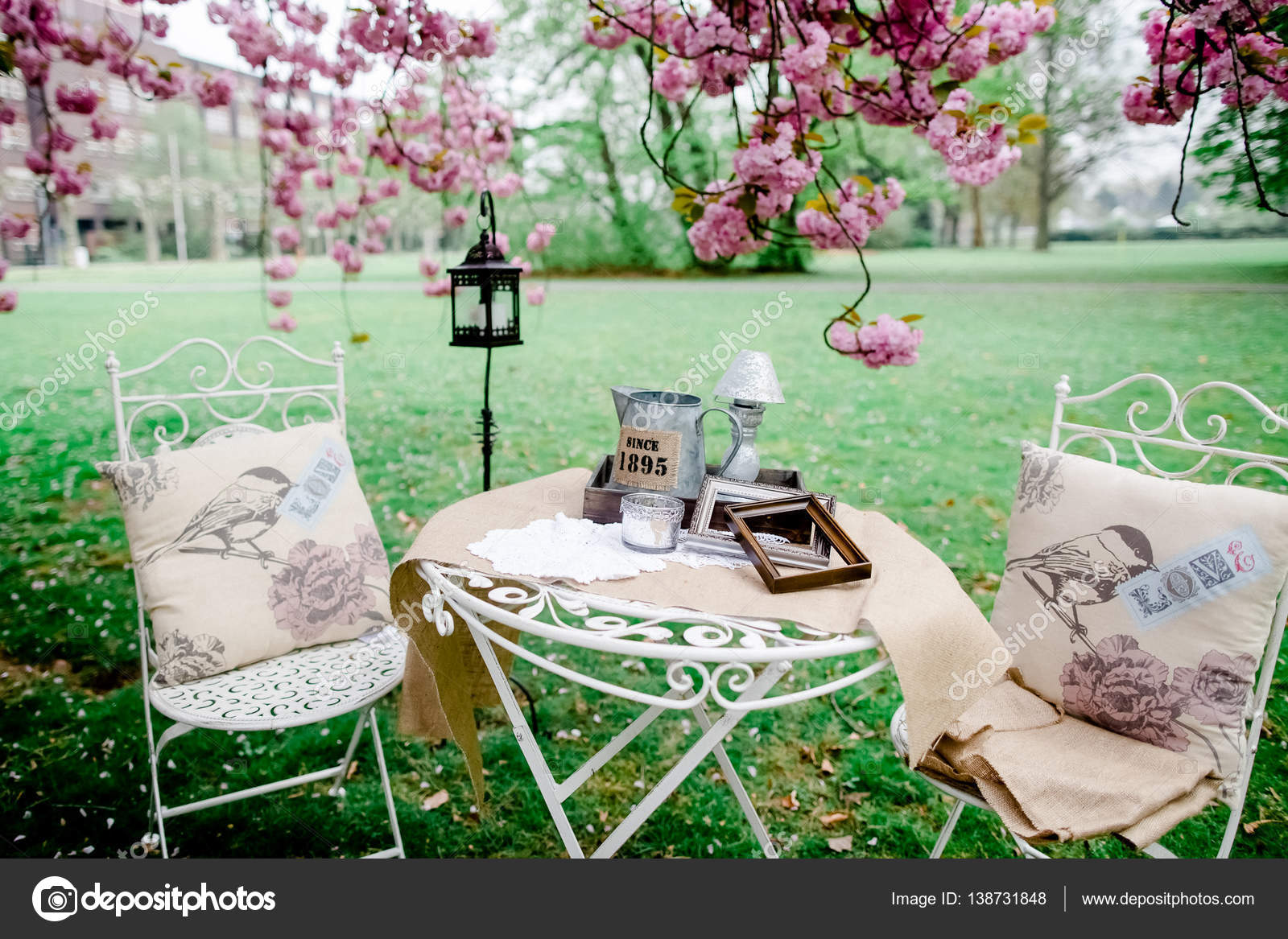 dekoration hochzeit blumen vintage stockfoto lelik83 138731848. Black Bedroom Furniture Sets. Home Design Ideas