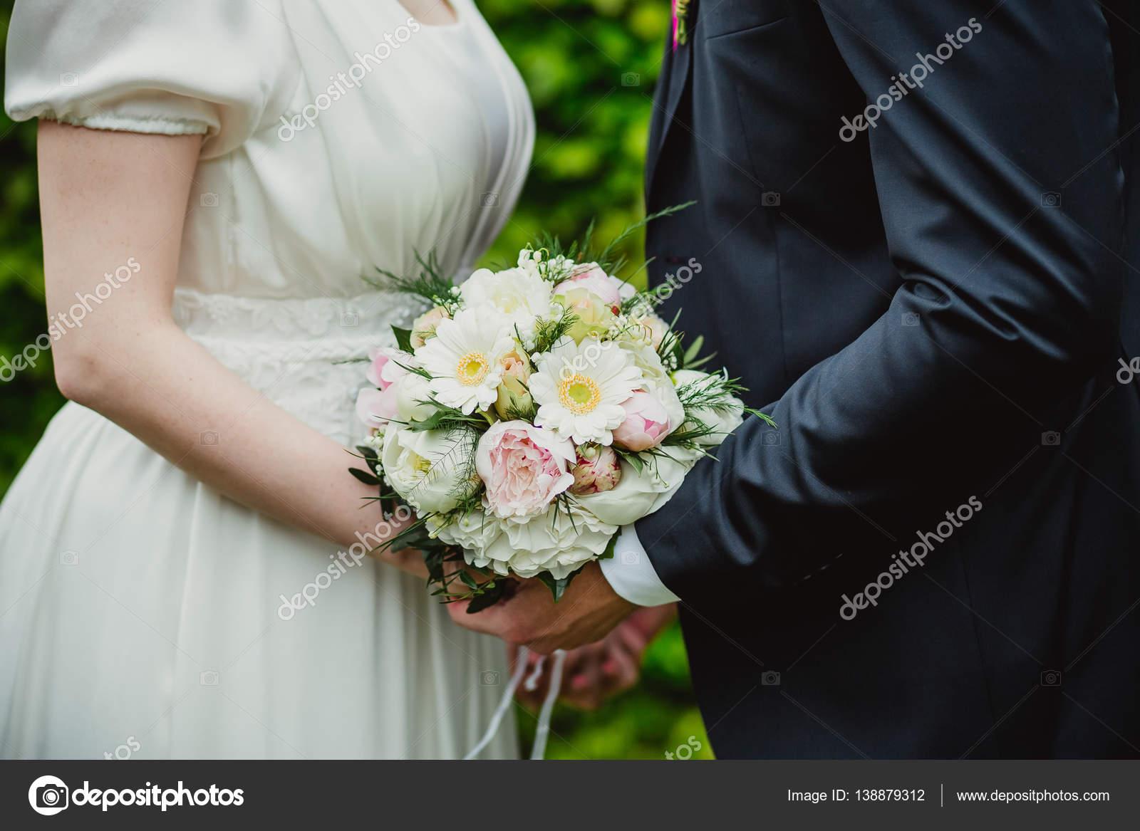 Blumen Hochzeit Braut Ringe Stockfoto C Lelik83 138879312