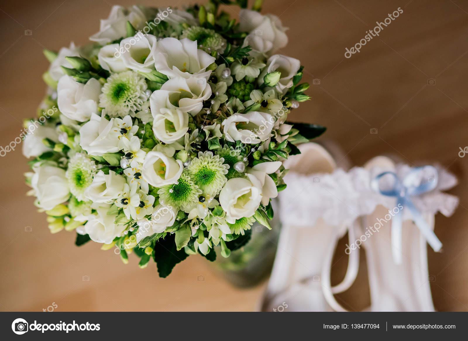 Blumen Hochzeit Ringe Strauss Stockfoto C Lelik83 139477094