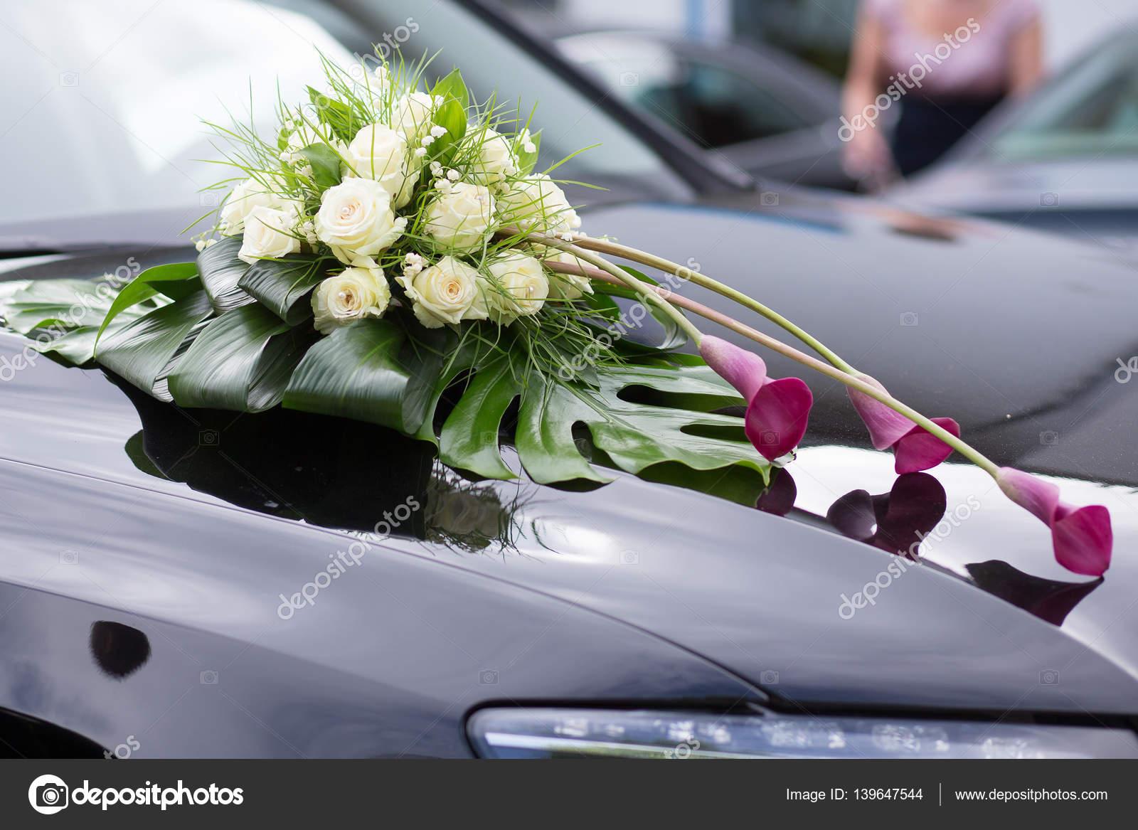 Hochzeitsauto Mit Blumen Dekor Stockfoto Lelik83 139647544