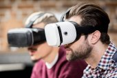 Fotografia Uomini in vetri di realtà virtuale
