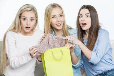 Women with shopping bag