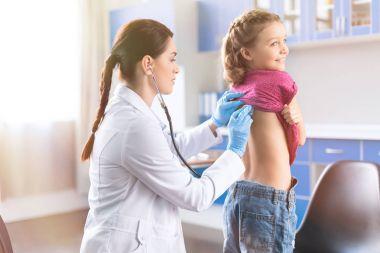 Little girl visiting doctor