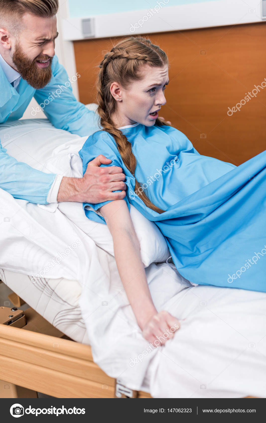 Lady Giving Birth >> Pregnant Woman Giving Birth Stock Photo C Andreybezuglov