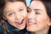 Fotografie Mutter und Tochter, umarmen